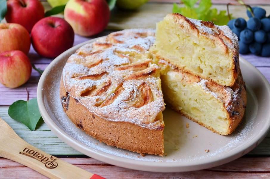 9. А вот и разрез, как видите, пирог мегаяблочный, не сухой, но пропекшийся полностью. Пробуйте!