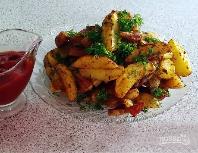 Подавайте картофель горячим, посыпав рубленной зеленью. Приятного аппетита!