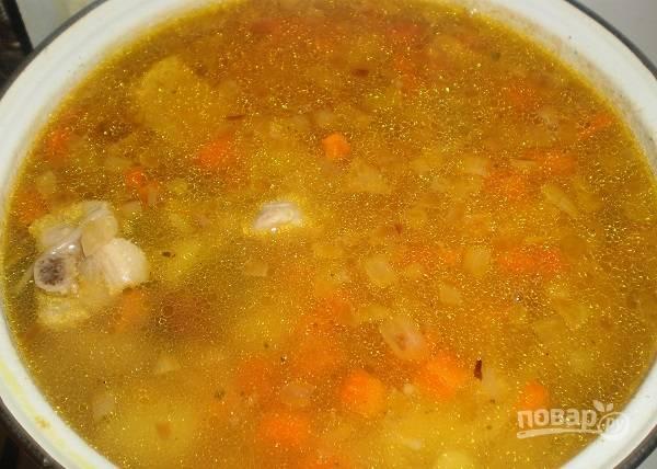 7. В конце можно добавить также горсть лапши и проварить буквально несколько минут.  В готовый суп можно добавить зелень по вкусу. Приятного аппетита!