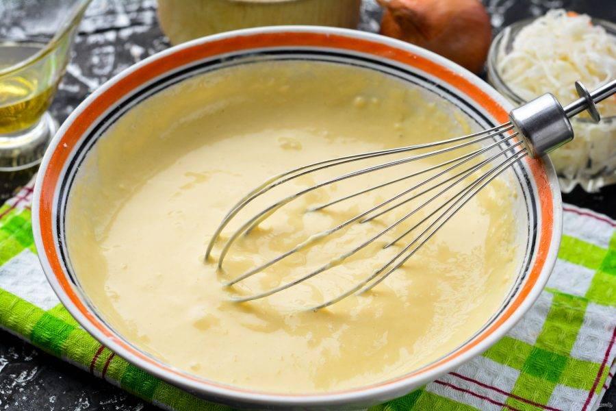 Перемешайте тесто, чтобы по густоте оно получилось как на оладьи.
