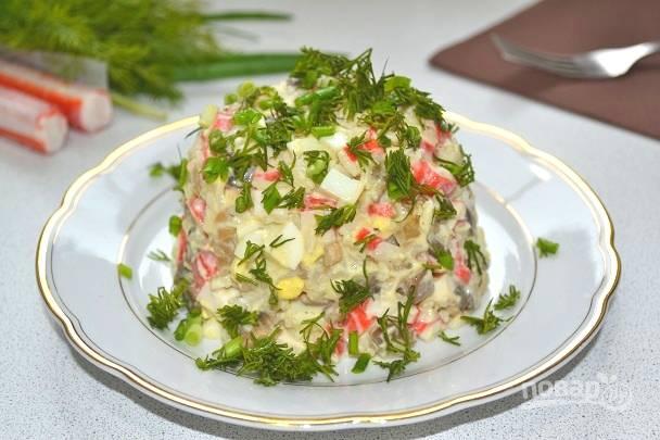 15. Перед подачей салатик можно посыпать измельченной зеленью. Приятного аппетита!