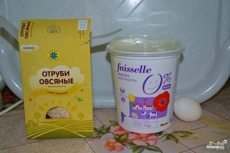 1. Вот два основных ингредиента, из которых будет приготовлено наше блюдо. К тому же, вы можете использовать буквально одну каплю растительного масла.