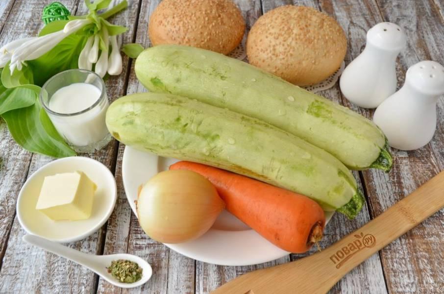 Итак, подготовьте продукты для супа, приступим! Кабачки, морковь и лук нужно очистить от кожуры и вымыть.