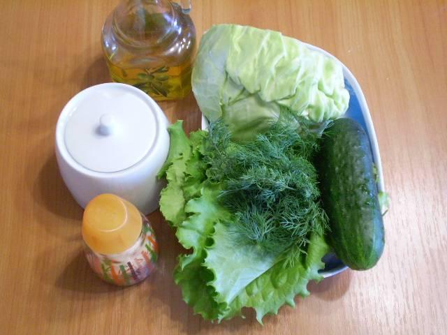 1. Приготовьте продукты для салата.