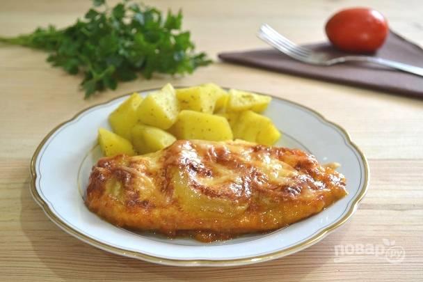 Курица, запеченная с кабачками