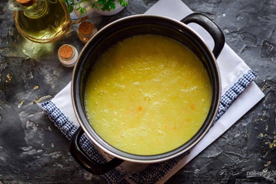 При помощи блендера измельчите все до однородности, если необходимо, добавьте соль и перец.