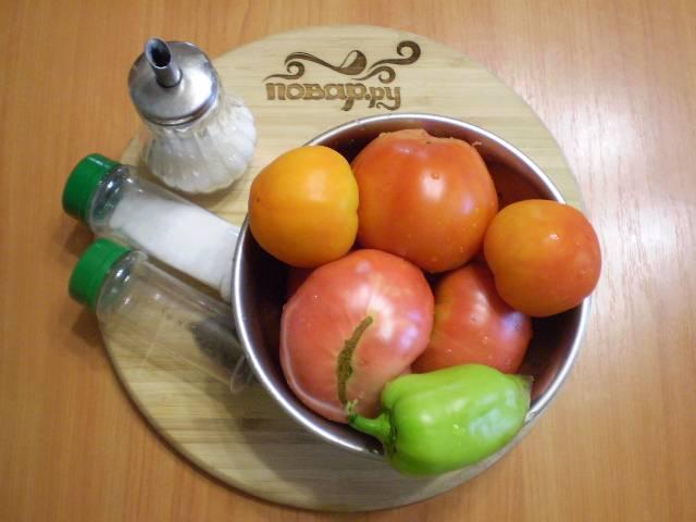 Подготовим овощи и специи. Помидоры и сладкий перец вымыть.