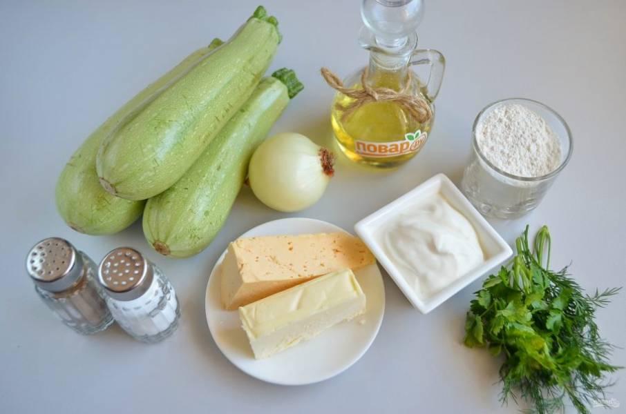 1. Подготовьте продукты, можно добавить в блюдо кусочек чеснока, если хотите. Приступим!