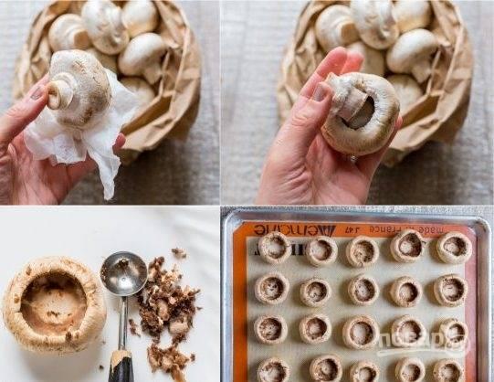 2. Теперь нам нужно подготовить шампиньоны: очистите их от кожицы, после чего достаньте ножку и очистите внутри. Теперь грибы подготовлены для начинки. Их можно сразу выложить на противень, чтобы потом только отправить его в духовку.