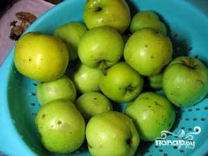 Яблоки помыть и обсушить.