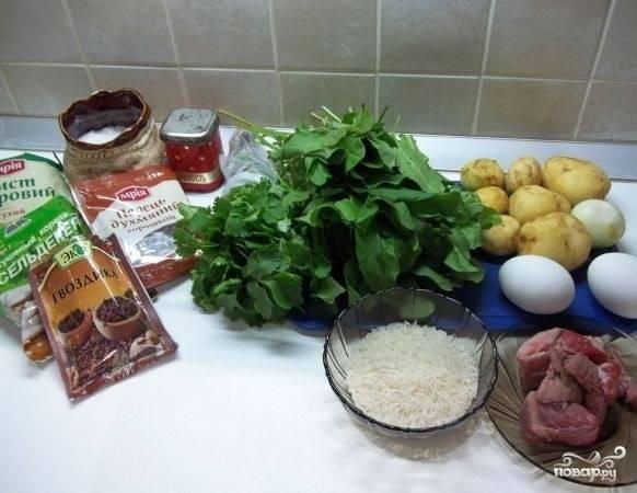 1. Вот полный набор ингредиентов, который потребуется, чтобы воспроизвести этот простой рецепт супа из щавеля с рисом на вашей кухне.