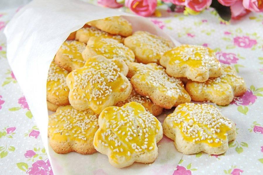 8. Вкусное и нежное домашнее песочное печенье готово. Подавайте его с чаем, кофе или молоком.