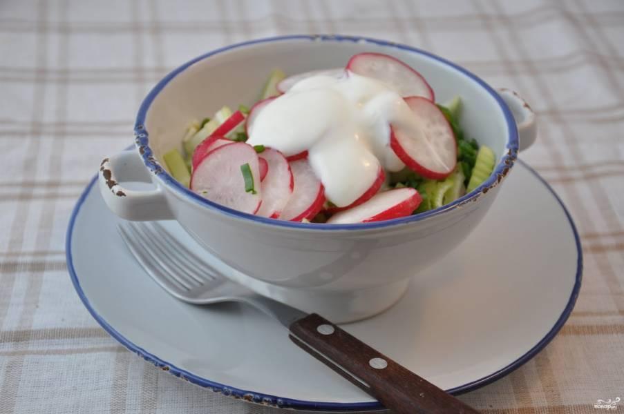 Салат из редиски и сельдерея