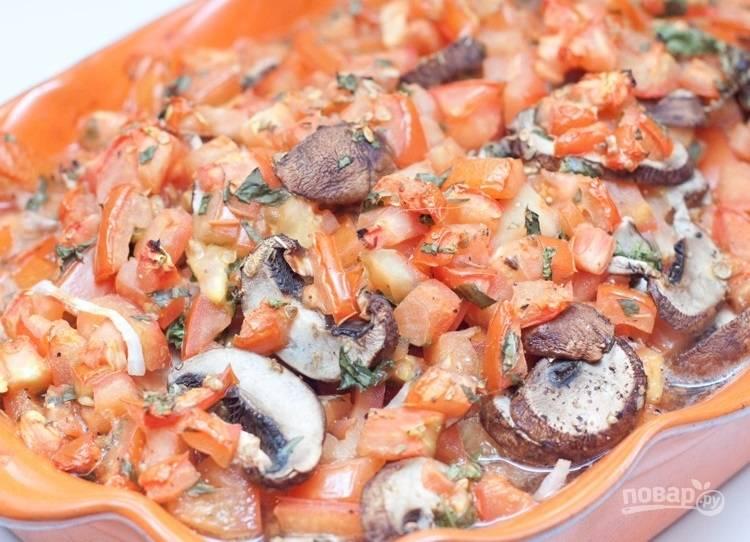 7.Отправьте форму в разогретую до 210 градусов духовку и выпекайте около 50-60 минут (зависит от толщины мяса).
