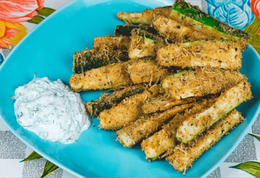 Хрустящие палочки-цукини в сырной панировке