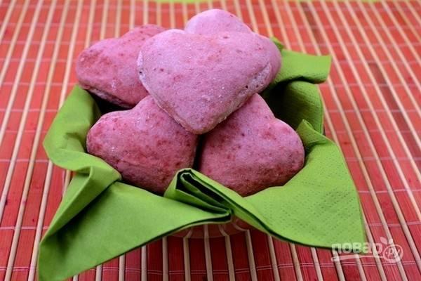8.Готовым булочкам дайте остыть, затем подайте их на стол или приготовьте бутерброды на День Святого Валентина.