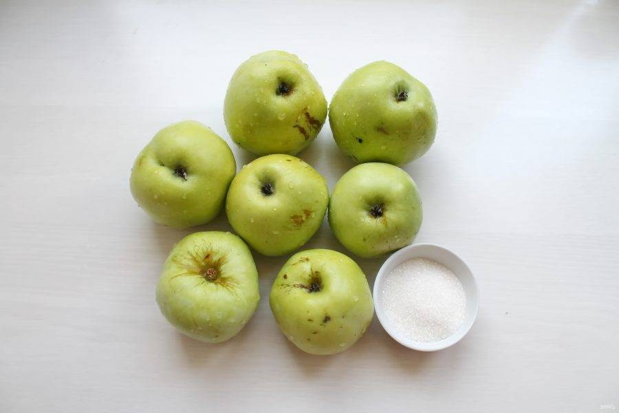 Подготовьте все необходимые ингредиенты для приготовления яблочного сока в соковарке. Яблоки тщательно вымойте.
