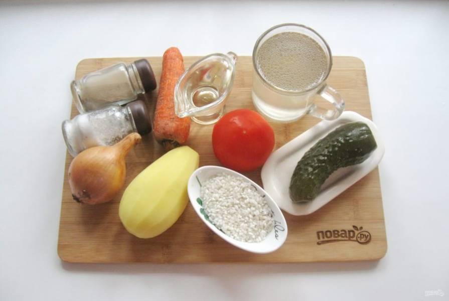 Подготовьте все ингредиенты для приготовления рассольника.