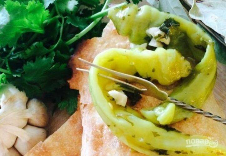 Зеленый перец в масле