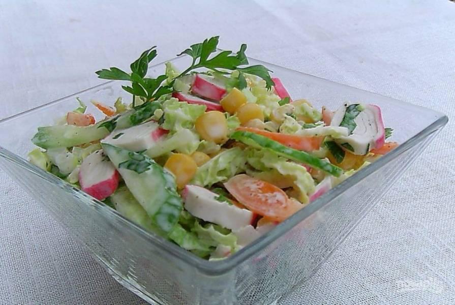 Салат перемешайте. Приятного аппетита!