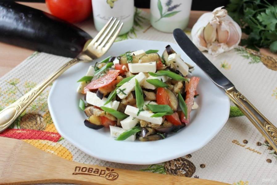 Адыгейский салат с баклажанами готов. Подавайте на закуску.