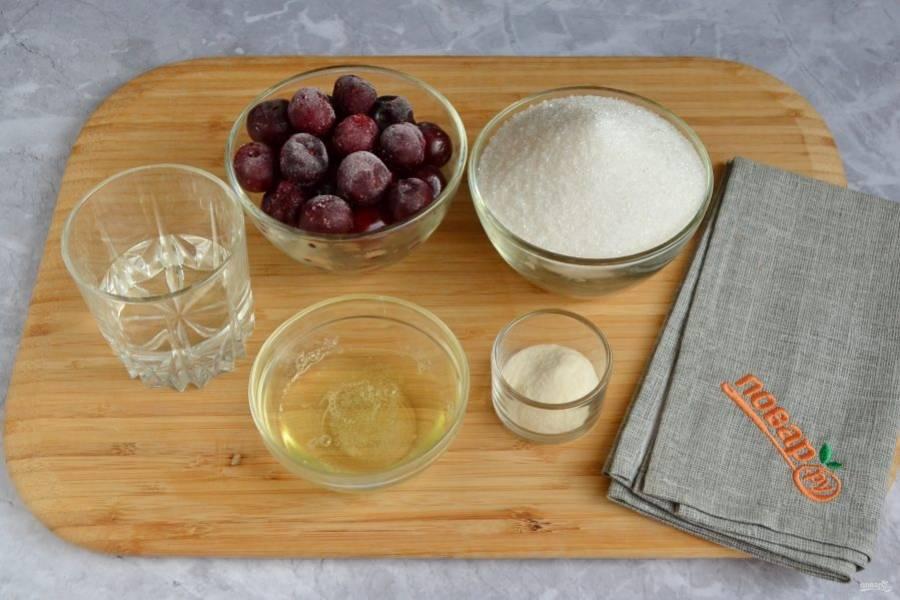 1. Подготовьте продукты. Вишню размораживать не нужно.