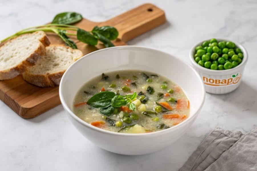 Суп со шпинатом и зеленым горошком готов, приятного вам аппетита!