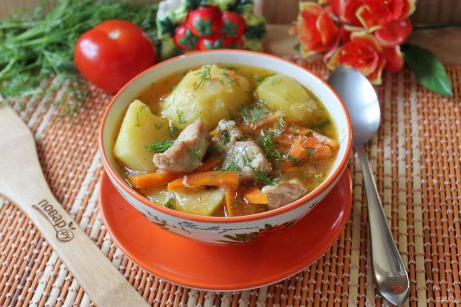Ароматный, сытный, вкусный, густой суп подавайте на обед со свежим хлебом.