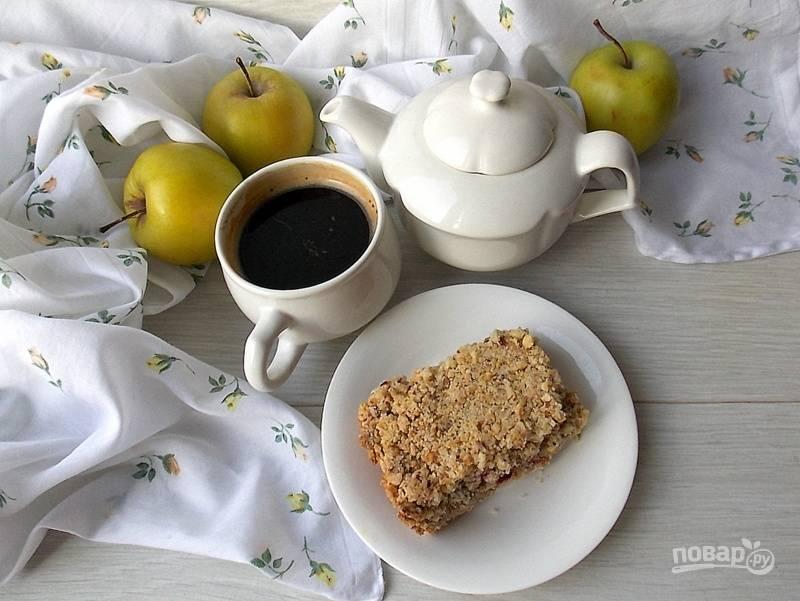 Насыпной пирог с яблоками и клюквой