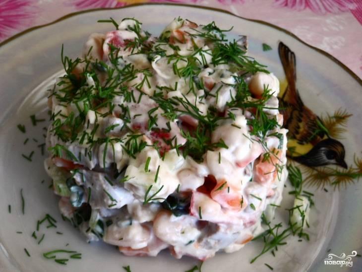 Салат с языком и фасолью