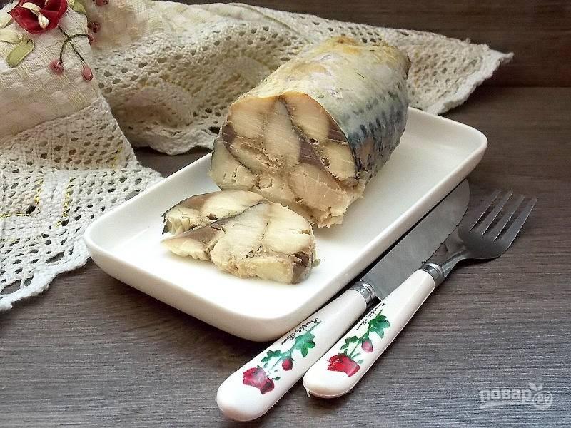 Запекайте в горячей духовке при t=200 до готовности, примерно 45-50 минут. Остудите и положите в холодильник на 6 часов. Затем удалите фольгу, разрежьте острым ножом и подавайте.