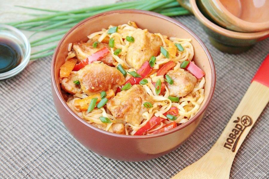11. Свинина с лапшой по-азиатски готова. Приятного аппетита!