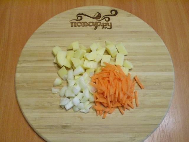 3. Все овощи мелко порезать, чтобы быстрее сварились.