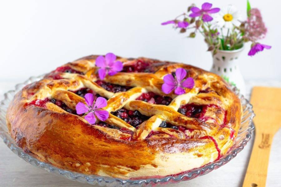 По желанию можете посыпать готовый пирог сахарной пудрой. Приятного аппетита!