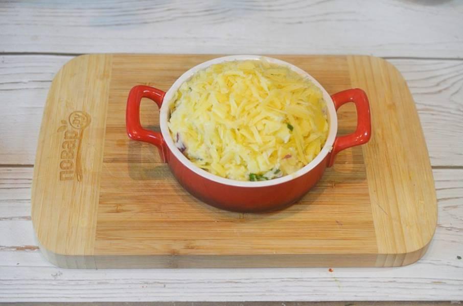 9. Посыпьте оставшимся сыром.