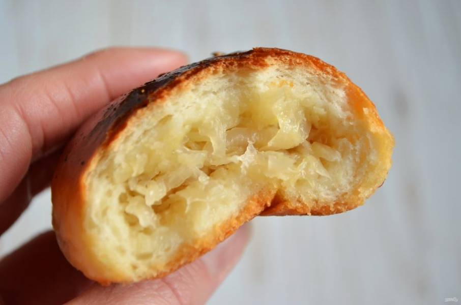 8. Внутри пирожки мягенькие и пористые.