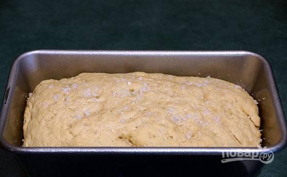 6.Достаньте хлеб из духовки и откройте фольгу, запекайте еще 30 минут.