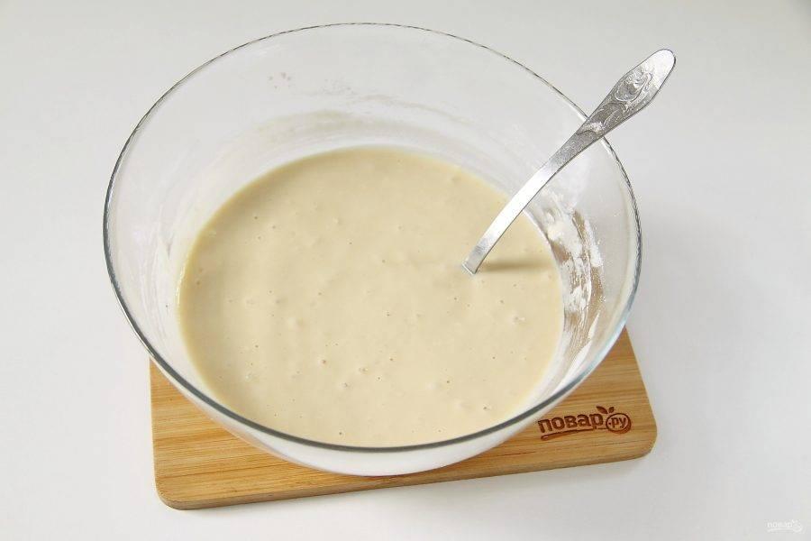 Тесто должно быть однородным, по консистенции как жидкая сметана.