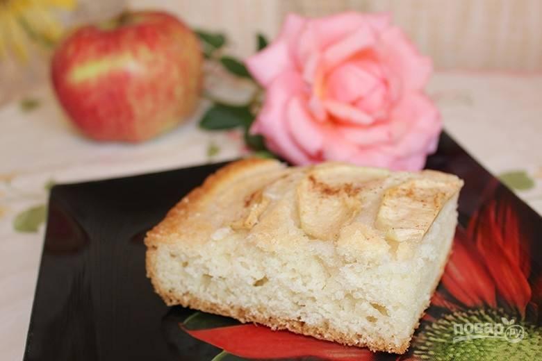 Запекайте пирог при 180 градусах в течение 30-40 минут в духовке. Приятного чаепития!