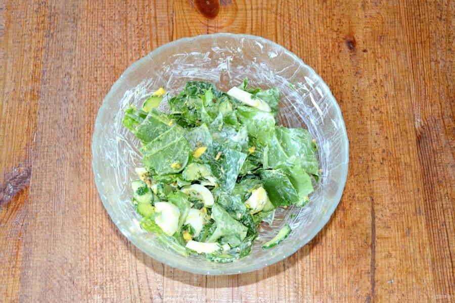 Салат готов к подаче. Приятного аппетита!