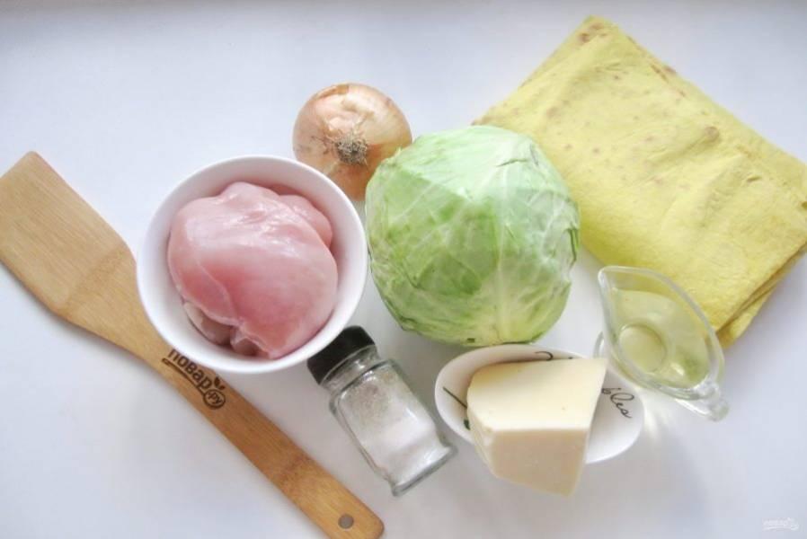 Подготовьте ингредиенты для приготовления лаваша с капустой и курицей.