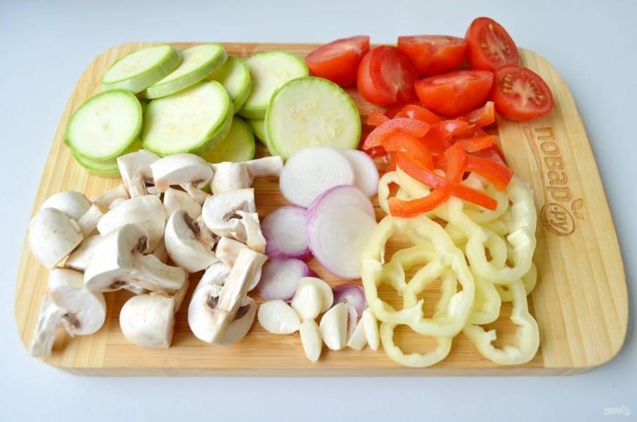 4. Вымойте и порежьте некрупно овощи, термическая обработка будет быстрой.