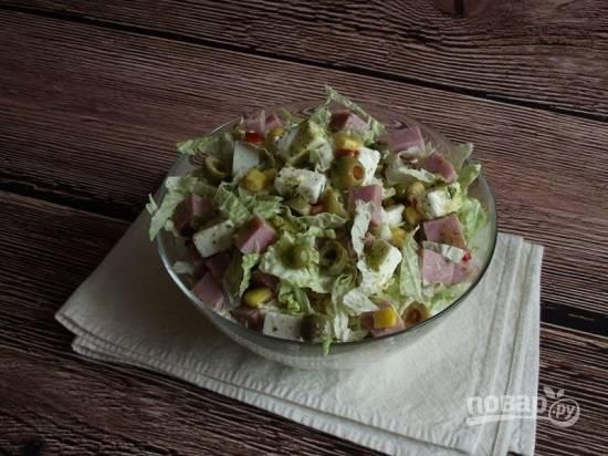 Перемешиваем салат и подаем к столу. Приятного аппетита!