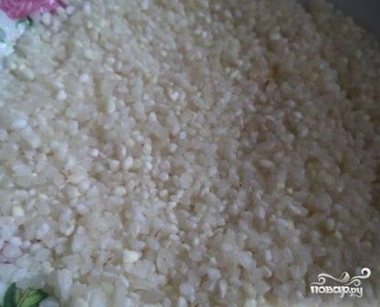 Тщательно промоем рис, добавим его в суп вслед за картофелем. Посолим.