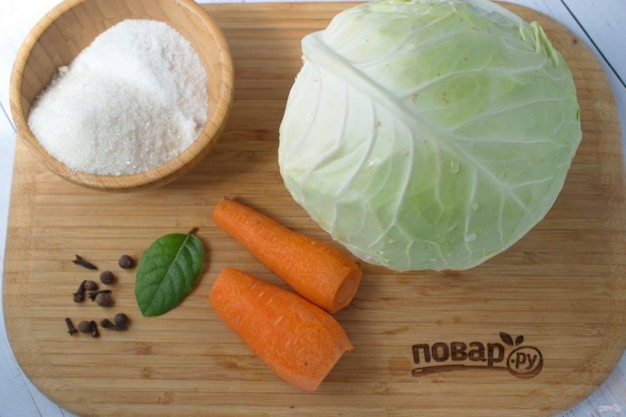 Нам понадобятся следующие ингредиенты. Овощи помойте, морковь очистите.