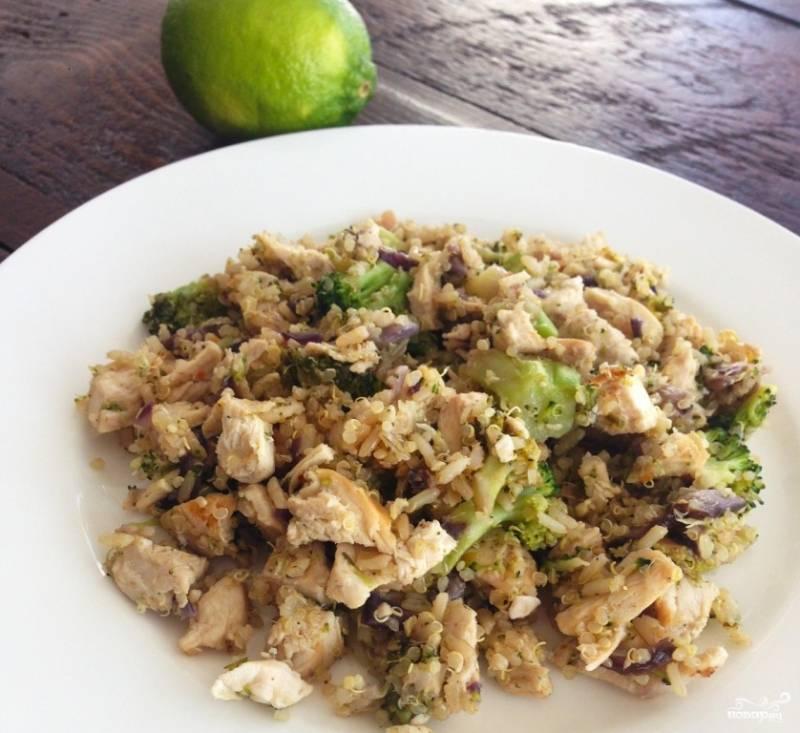 Готовый салат из брокколи с грибами подавайте еще теплым, сбрызнув соком лайма.  Приятного аппетита!