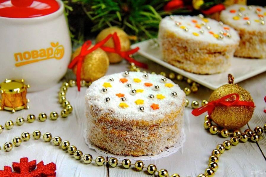 """Пирожные """"Медовые сласти"""" на Новый год 2020 готовы. Можно подавать их к праздничному столу. Приятного аппетита и с наступающим вас Новым годом!"""