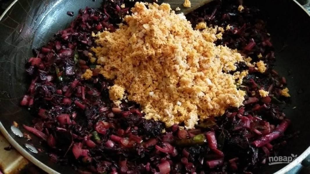 4. Добавьте смешанные специи в сковороду со шпинатом и готовьте еще 5 минут. Подавайте соус с любым гарниром.
