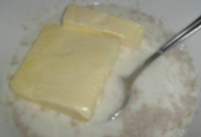 Теперь добавьте размягченный маргарин.