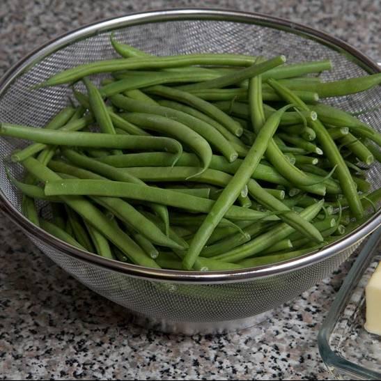 Подготовка ингредиентов: лучше взять французскую фасоль, она более нежная, но вы также можете использовать другие виды.
